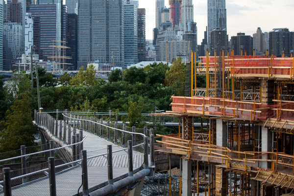 The newly-built Squibb Park bridge connected Brooklyn Heights to Brooklyn Bridge Park. While meant to wobble, it has become unsafe. Credit: Brian Harkin for the New York Times