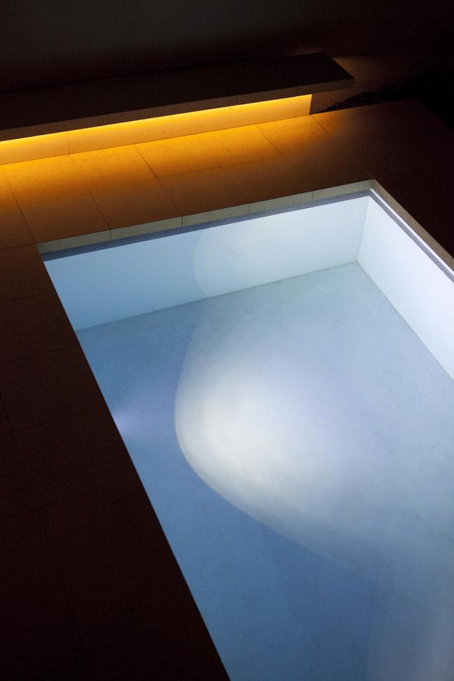 Beton Schwimmbad in Darmstadt, Germany by Ian Shaw Architekten (Photo: Felix Krumbholz)