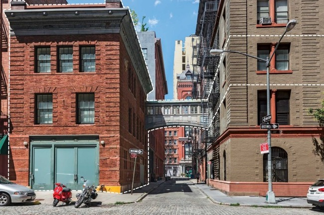 It's the architecturally bizarre way the megawealthy are creating country estates in the middle of big cities. Photo: Nicole Detone/Rich Caplan Studios