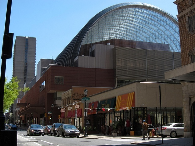 The Kimmel Center for the Performing Arts. (SameOld2010/Flickr, via citylab.com)
