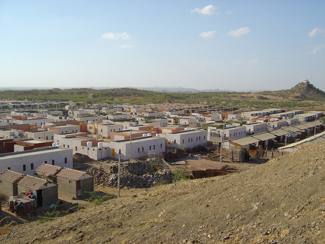 The Sardar Nagar relocation site for impoverished earthquake-affected families of Bhuj. The master plan includes 1200 homes, three schools, and productive farms. Credit: Hunnarshala.