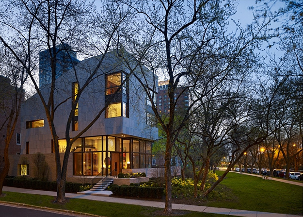 Distinguished Building Honor Award: Lake Shore Drive Residence in Chicago, Illinois by Wheeler Kearns Architects. Photo: Steve Hall, Hedrich Blessing Photographers.