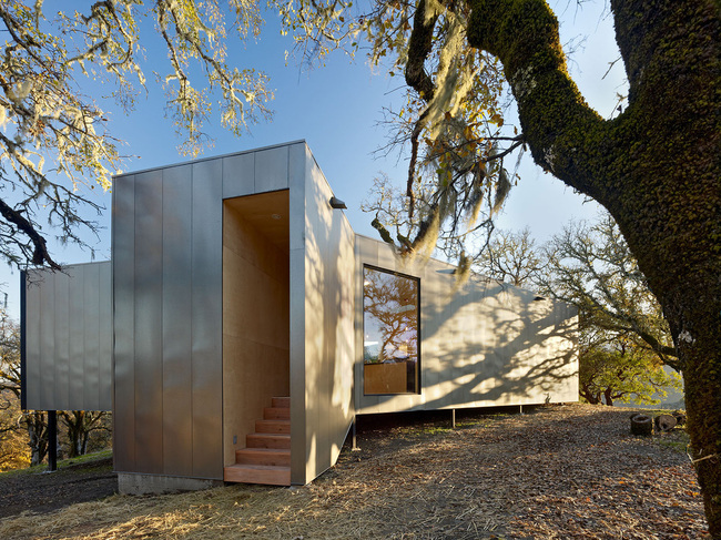 Moose Road in Hopland, CA by Mork Ulnes Architects; Photo: Bruce Damonte