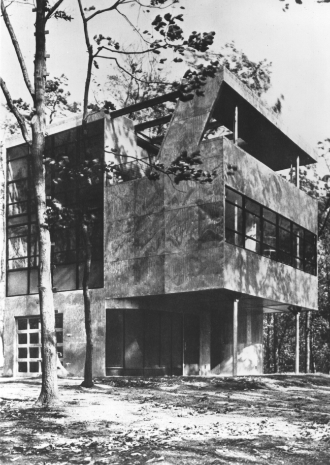 The Aluminaire House was mostly built from aluminum parts, which were donated by the manufacturers.