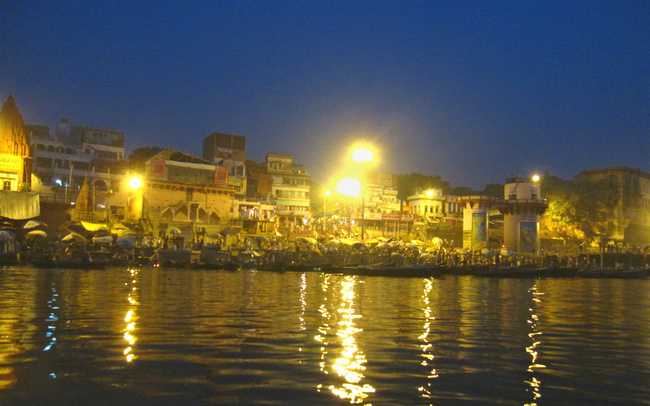 Dasashvamedha Ghat just before daybreak