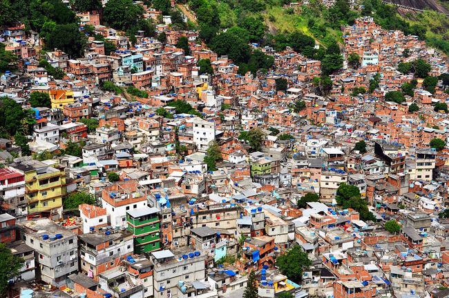 Rocinha, the largest hill favela in Rio de Janeiro. Image via wikimedia.org