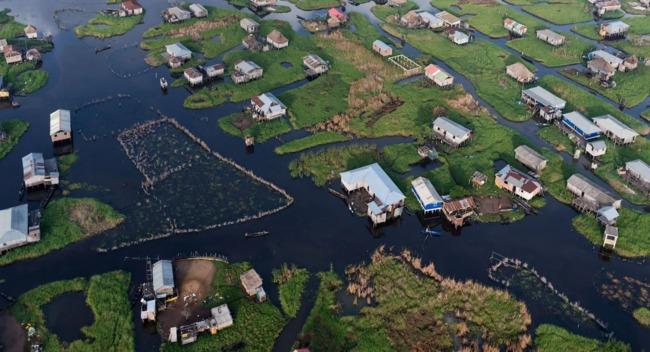 STILT HOUSES IN GANVIE, BENIN. PHOTO: IWAN BAAN