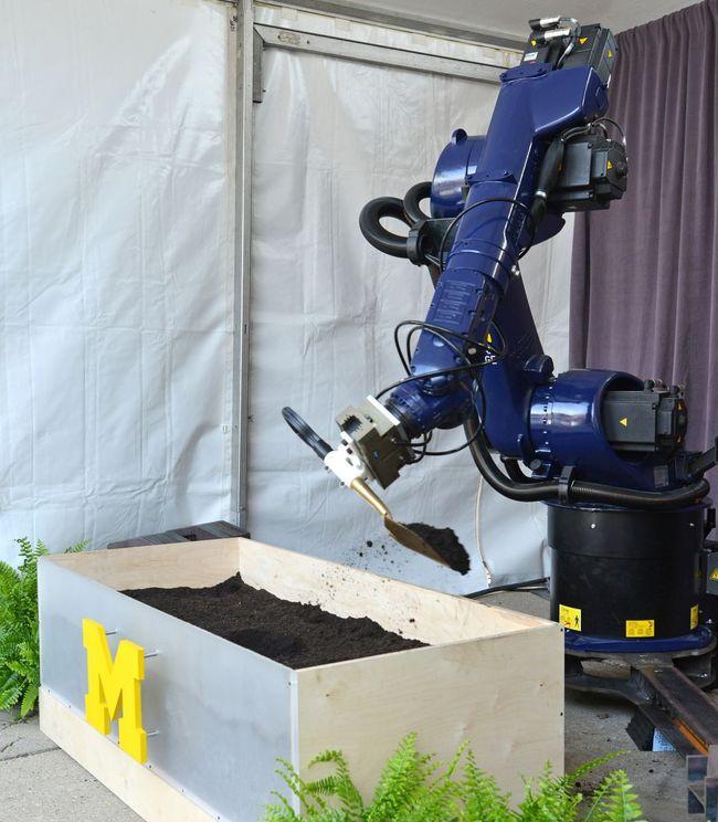 Domo arigato, Mr Roboto: Taubman College's Kuka robot handles the ceremonial labor elegantly. (Photo: Peter Smith Photography; Image via taubmancollege.umich.edu)