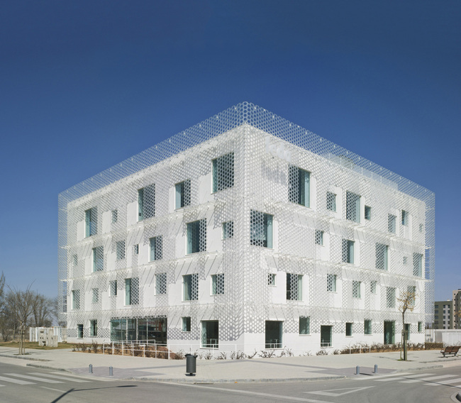 FEDA Confederation of Employers of Albacete Headquarters in Albacete, Spain by COR & asociados; Photo: David Frutos