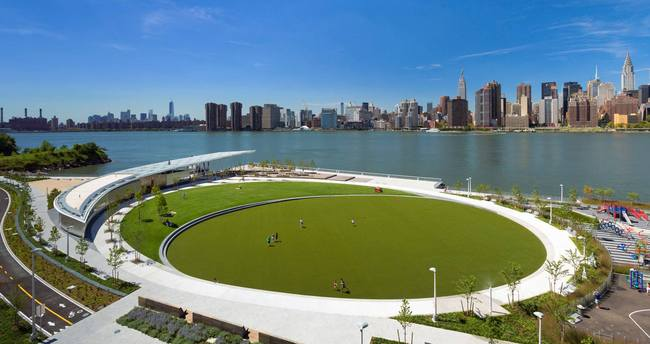 Hunter's Point South Park in Long Island City, NY. Photo via SculptureCenter.