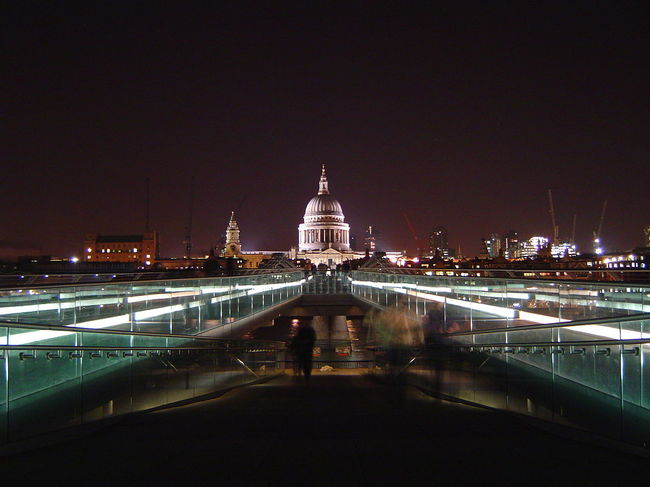 The Millenium Bridge, built by Arup. Image via wikimedia.org