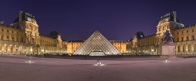 Courtyard of the Museum of Louvre and its I.M. Pei-designed entrance pyramid. Photo: Benh LIEU SONG, Wikimedia Commons