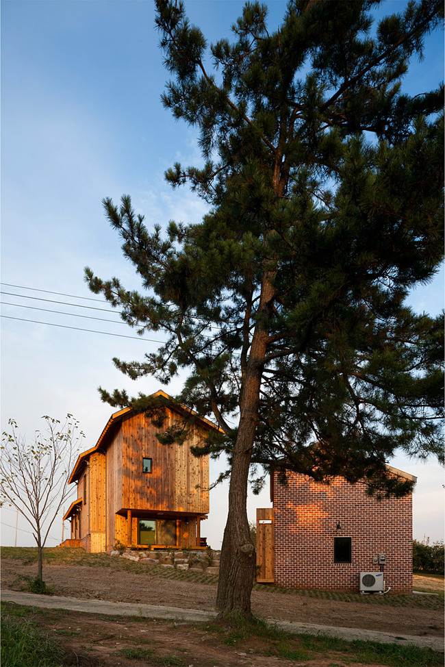 House of January, House on the Demarcation in Banwall-dong, Deokjin-gu, Jeonju-si, Jeonbuk, South Korea by studio_GAON (Photo: Youngchae Park)