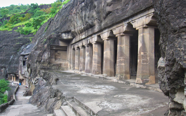 The common vihara colonnade