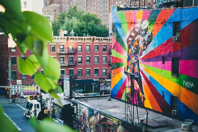 "Eduardo Kobra Street Art on the Highline, NYC. Photo: Nan Palmero/<a href=""http://www.flickr.com/photos/nanpalmero/9398150549/""target=""_blank"">Flickr</a>."