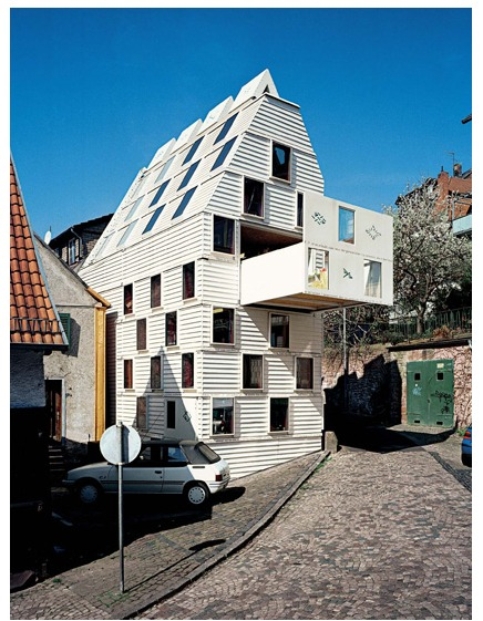 German architect duo Gabriela Seifert and Götz Stöckmann of Formalhaut(via http-::www.archicentral.com:living-room-gelnhausen-germany-formalhaut-5196:#more-5196)