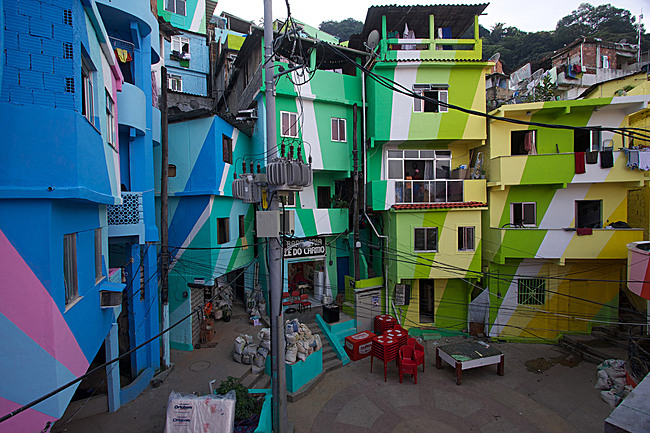 Favela Painting: Praça Cantão, Favela Painting project. Artists: Jeroen Koolhaas and Dre Urhahn, Haas&Hahn (Netherlands), with Santa Marta community youth and Coral Paint Company. Santa Marta comunidade (community), Rio de Janeiro, Brazil, 2009-10. Photo: © Haas&Hahn