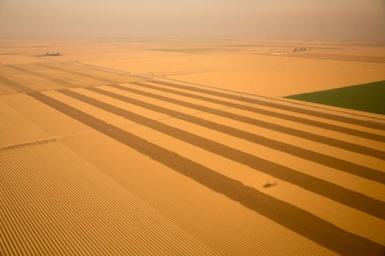 A view from Marine One en route to Firebaugh, California shows the devastating effects the state's ongoing drought has had on the agricultural sector. Credit: Pete Souza, public domain