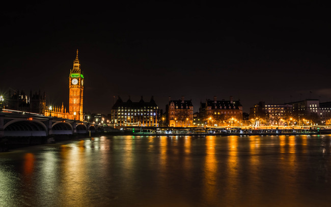 It's not dark yet, but it's getting there: London at night. Image: Ben Cremin via Flickr