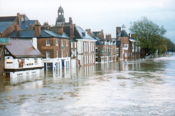 The Ouse river flooding in York. Credit: Gordon Hatton via wikimedia.org