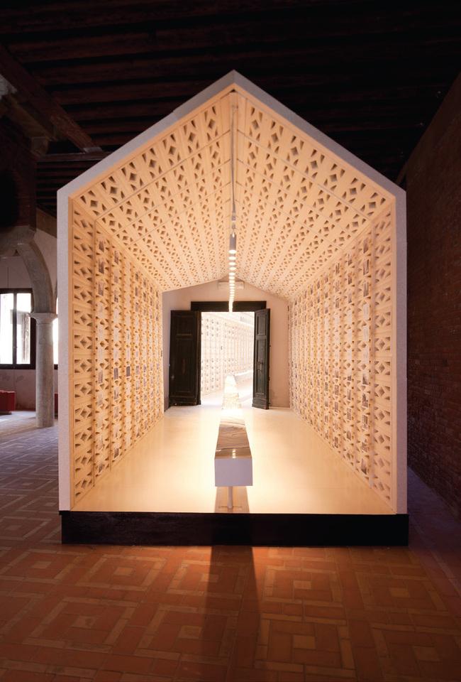 1,000 Singapores, Venice, Italy, 2010 by 2015 Wheelwright Prize recipient Erik L'Heureux. Photo: Jing Quek