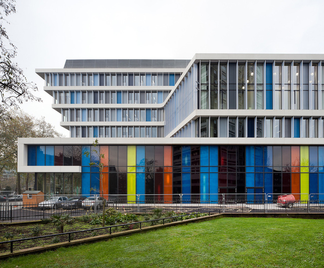 City of Westminster College in London, GB by schmidt hammer lassen architects (Acoustic ceilings: Troldtekt A/S; Photo: Adam Mrk)