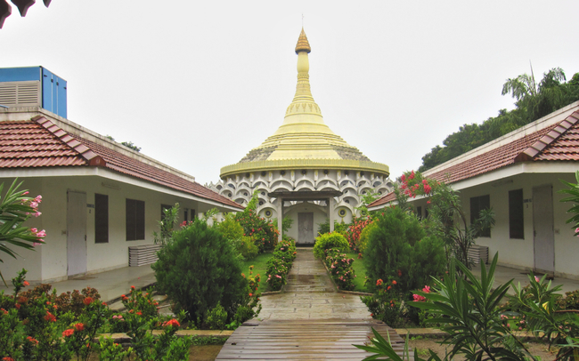 The pagoda and flanking Dhamma Halls