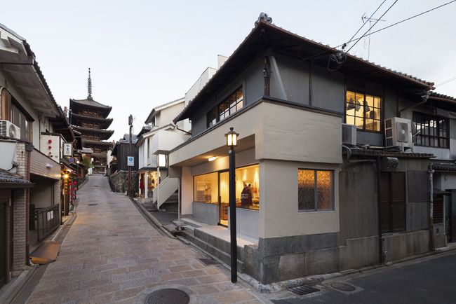 Otsuka-Dofukuten in Kyoto, Japan by Yusuke Seki