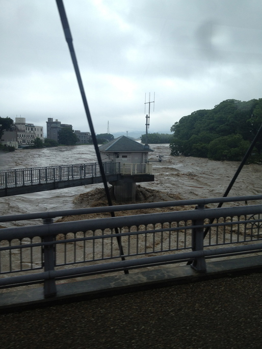 A river in Kumamoto during the heavy torrential rain : typhoon via John Tubles