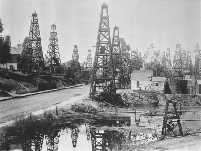 The first oil district in Los Angeles, Toluca Street, ca. 1895-1901. via WikiCommons