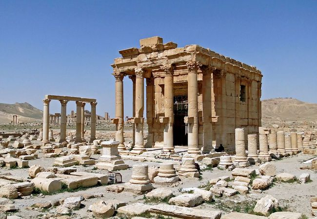 "Reports say that ISIS militants had ""placed a large quantity of explosives in the temple of Baal Shamin"" and blew up the ancient structure. (Photo: Bernard Gagnon/Wikimedia Commons)"