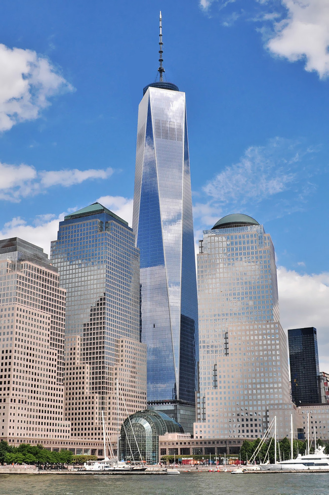 One World Trade Center as seen from the Hudson River. Photo: Joe Mabel, via Wikipedia