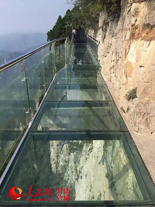 A photo of the still intact glass-bottom walkway at Yuntai Mountain Geological Park before the big crackeridoo occured. (Photo via @PDChina's Twitter)