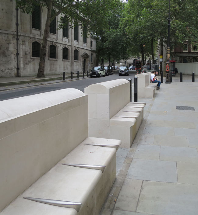 "London bench with ""defensive"" dividers. Image via Alan Stanton/flickr."