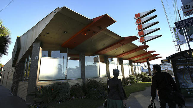 Norm's Restaurant on La Cienega Boulevard (photo via Mel Melcon / Los Angeles Times)