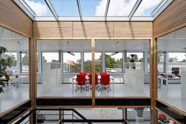 Qualm HQ in Rozenburg, the Netherlands by Studio Sputnik, photo: René de Wit