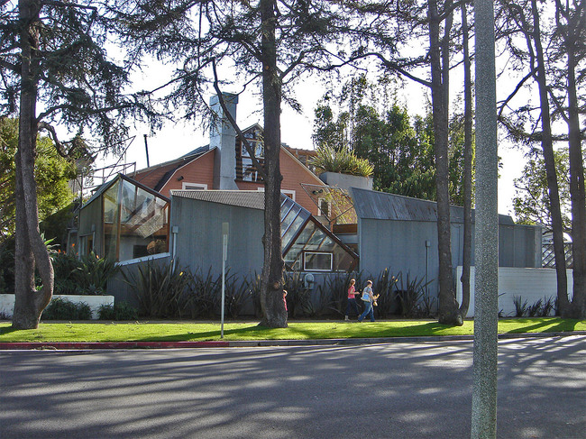 Winner of the 2012 AIA Twenty-five Year Award: the Gehry Residence in Santa Monica, CA (Photo: IK's World Trip)
