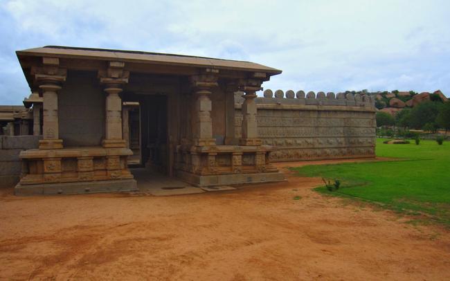 Her eastern gate