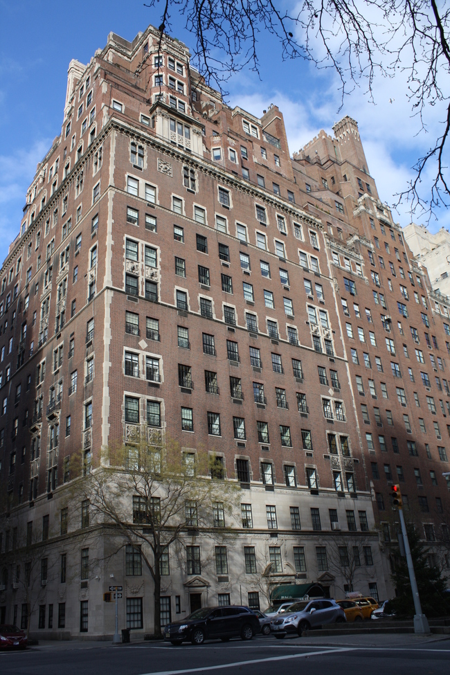 720 Park Avenue, one building whose setbacks are in no way up to current code. Image via 6tocelebrate.org.